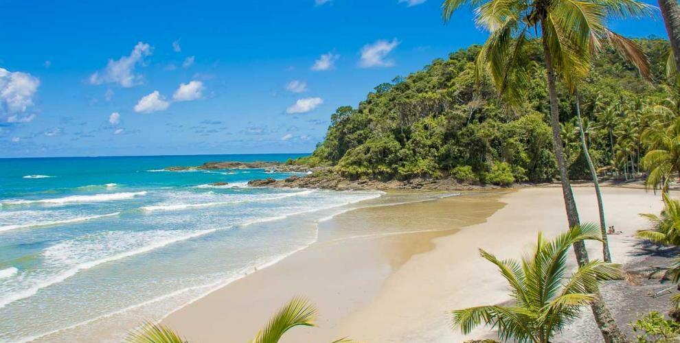 Imagem do mar calma e belo da Praia da Engenhoca-Itacaré-Bahia-BA